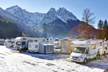 A ski bus takes you from Camping Resort Zugspitze to the slopes of Garmisch Classic.