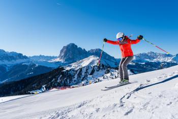 """Jeder Skifahrer sollte zumindest einmal im Leben die legendäre Skirunde """"Sella Ronda"""" in Val Gardena/Gröden fahren."""