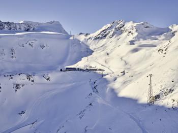 Sölden bietet mit seinen beiden Gletscher Schneesicherheit von September bis Mai.