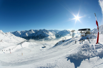From the Giggijoch, skiers enjoy fabulous views of the Tyrolean mountains.