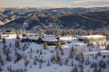"""Am Gipfel des Aspen Mountain kannst du """"Yoga für Skifahrer"""" genießen."""
