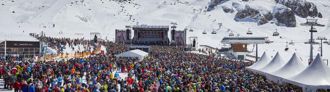 Bei den legendären Top of the Mountain Konzerten kocht die Stimmung auf der Idalp.