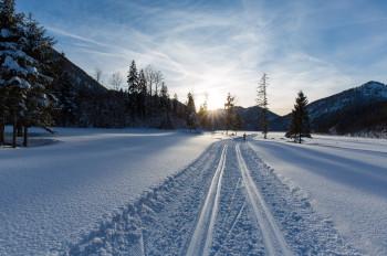Idyllische Ruhe und Erholung inmitten der faszinierenden winterlichen Natur - das erwartet dich auf der 3-Seen-Loipe.