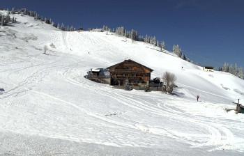 Am Sudelfeld liegt auch Ende März noch jede Menge Schnee im Skigebiet. (Webcambild vom 23.3.)