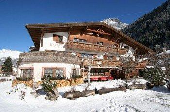 Zahlreiche, hauseigene Pauschalangebote - zum Teil mit Skipass - findest du bei direkt bei den Unterkunftseinträgen auf Skigebiete-Test.de