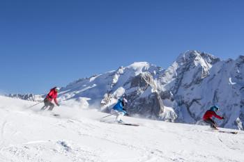 Sieben Skigebiete und 210 Pistenkilometer erwarten dich!