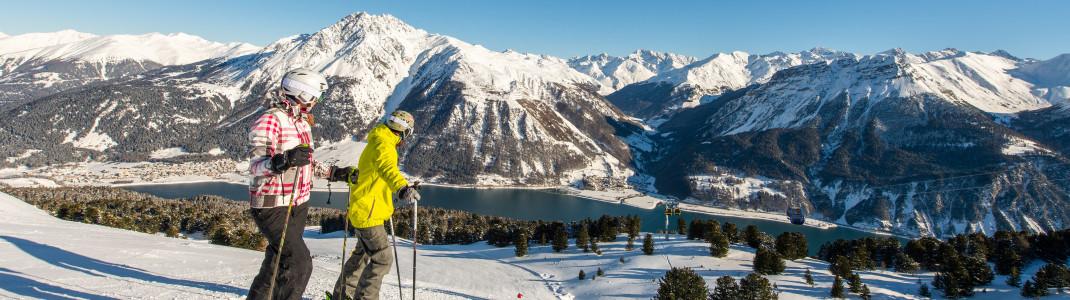 Im Skigebiet Schöneben - Haideralm erwarten dich nicht nur tolle Pisten, sondern auch eine beeindruckende Aussicht auf den Reschensee!