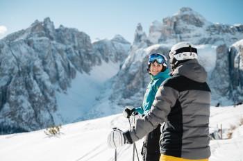 Alta Badia garantiert schier endlosen Pistenspaß und tolle Ausblicke auf die beeindruckenden Dolomiten.