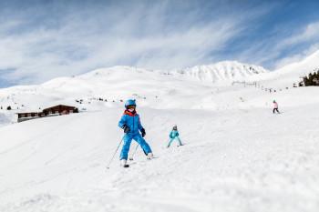 In Lenzerheide können sich Kinder auf den vielen blauen Pisten austoben.