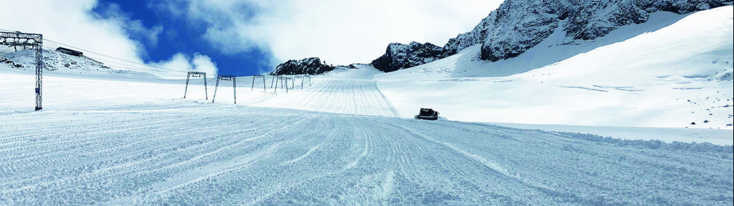 Nach den Schneefällen am Wochenende laufen die Vorbereitungen für den Saisonstart am Stubaier Gletscher auf Hochtouren.