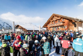 In der Après-Ski-Hochburg Ischgl darf vorerst nicht mehr gefeiert werden.