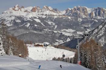 Dank der frühen Schneefälle waren die Pisten im Skigebiet Alpe Lusia/San Pellegrino zum Saisonstart bestens präpariert.