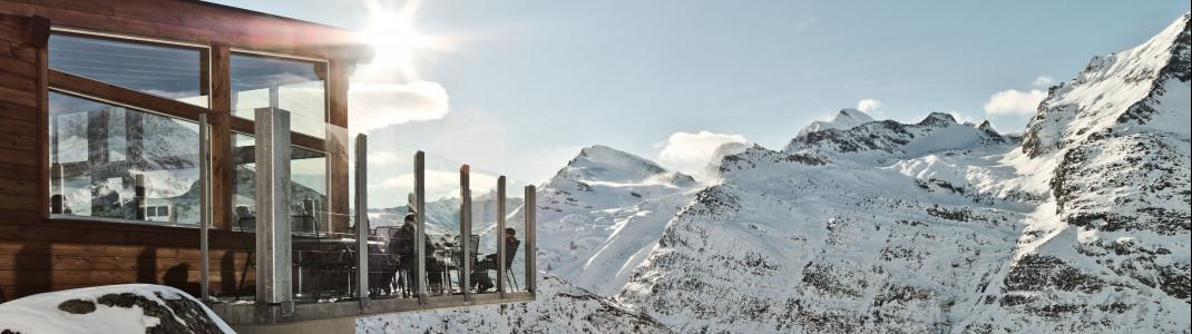 Saas-Fee bietet nicht nur abwechslungsreichen Pistenspaß, sondern auch eine einmalige Aussicht auf 18 Viertausender-Gipfel.