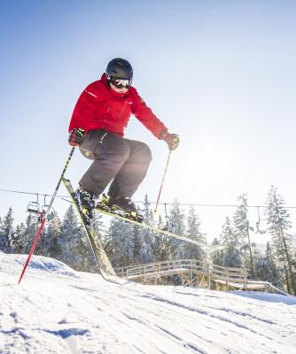 Rund 50cm Schnee liegen aktuell auf den Pisten in Winterberg.
