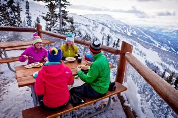Skifahren, Snowtubing oder einfach nur die Aussicht genießen... In Whistler sind die Möglichkeiten für Outdoor-Begeisterte nahezu unbegrenzt.