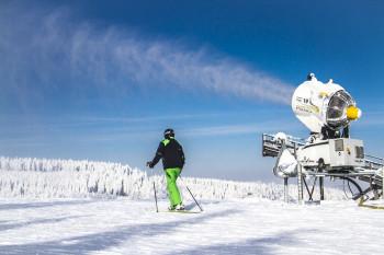 Schneesicherheit ist wichtig: 360 Lanzen und Schnee-Kanonen gibt es im Skiliftkarussell Winterberg. Für die neue Saison wurde 20 alte Geräte durch moderne, energiesparende Schnee-Erzeuger ausgetauscht.