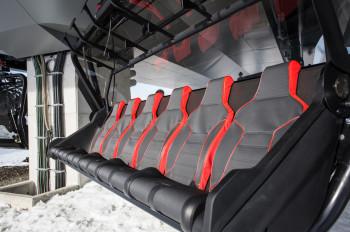Mit gemütlichen Polstern und Wetterschutzhauben wird die Fahrt mit der neuen Sesselbahn in Willingen zum bequemen Erlebnis.