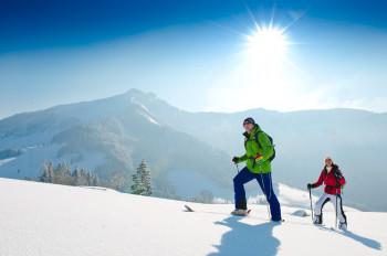 Auf Skitourengeher warten traumhafte Ausblicke über das Salzkammergut.