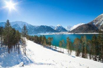 Der Achensee glänzt auch im Winter durch ein eindrucksvolles Panorama