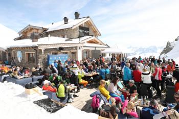 Zum Parallelslalom am Freitag gehört auch der Brunch auf der Wedelhütte.