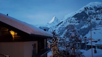 Zermatt liegt am Fuße des markanten Matterhorns.
