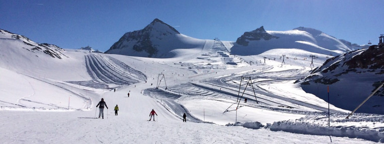 View over the slopes on Theodul glacier.