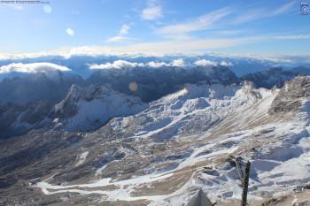 Viel Fels und wenig Schnee: Die Webcams zeigen aktuell kein winterliches Bild auf der Zugspitze.
