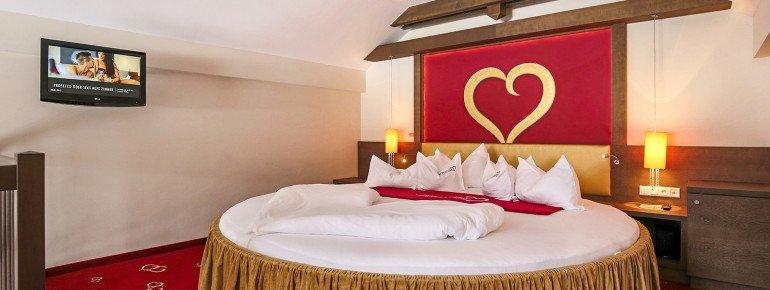 Galerie-Suite mit rundem Bett