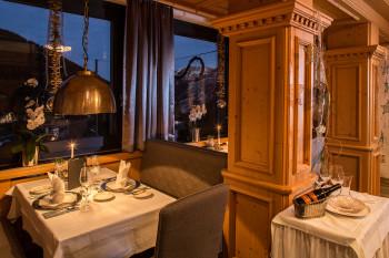 Restaurant mit Panoramablick auf die Bergwelt
