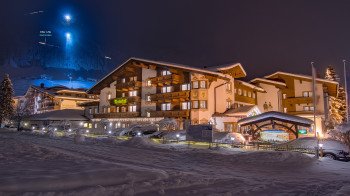 Alpenhotel Tirolerhof by night