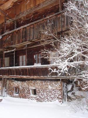 Das alte Bauerhaus im Schneesturm