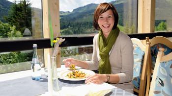 Panorama-Restaurant mit offener Küche