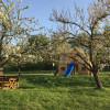 Garten mit Spielhaus und Grillmöglichkeit