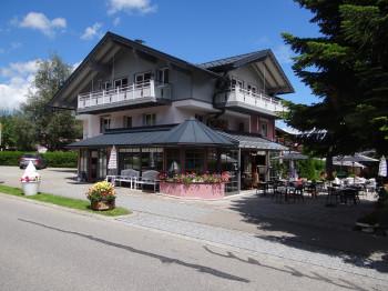 Vintage Hotel Charivari mit Restaurant Wintergarten