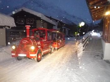 Bus zur Skipiste direkt vor dem Hotel