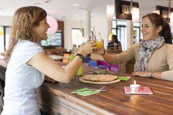In der Explorer Bar gibt es täglich ab 16 Uhr Drinks und frische und leckere Snacks für den kleinen Hunger