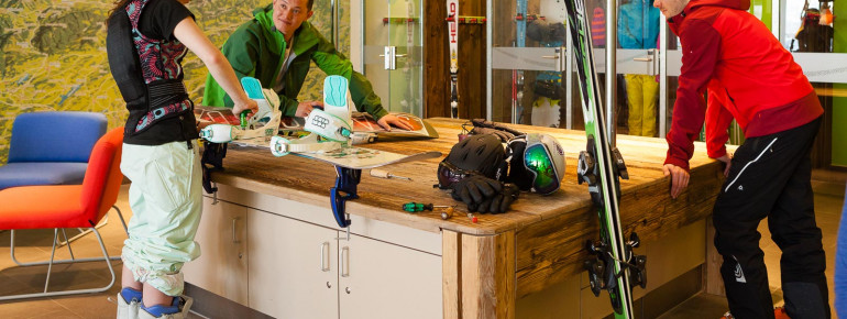 Ski-Testcenter mit Werkbank, Verleih und Kursen