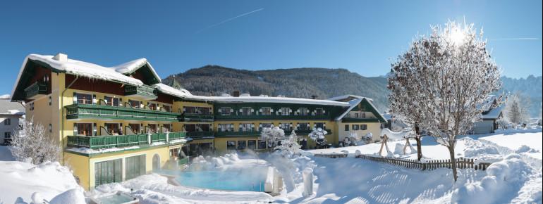 Außenansicht Winter im Hotel Sommerhof in Gosau