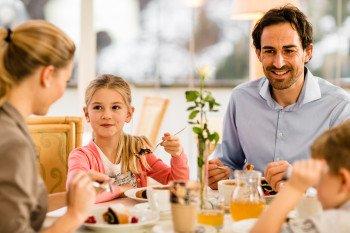 Restaurant mit Kindertisch