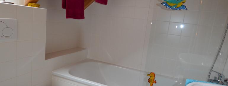 Badezimmer im OG mit Wannenbad