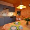 Küchenzeile mit Essplatz für 5 Personen