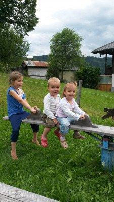 Kinder auf der Wippe