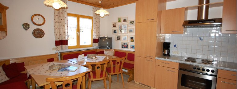 Die Hauptküche im Ferienhaus Tschernitz - groß und sehr gut ausgestattet - Platz für mehr als 10 Personen