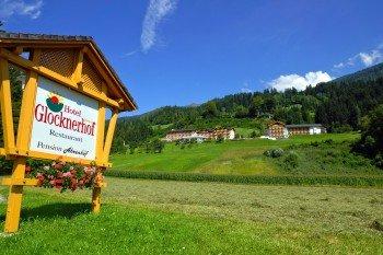 Hotel Glocknerhof vom Tal aus gesehen
