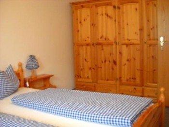 Schlafzimmer in Kierfernholzmöbel