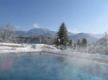 Schwimmbad im Winter mit 32°