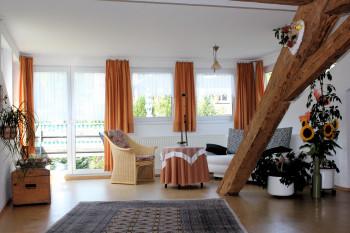 Wohnbereich zum Balkon