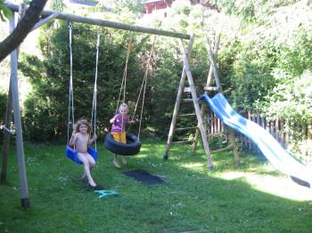Kinderspielplatz zum Austoben, im Winter viele Möglichkeiten zum Spielen, Rutschen, Schneemannbauen