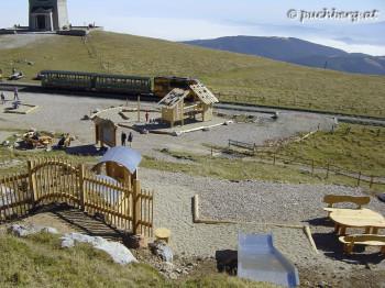 Spielplatz am Hochschneeberg - Paradies der Blicke Kinderbergwelt - Puchis Wunderalm