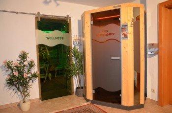 Wellnessbereich mit Infrarotkabine